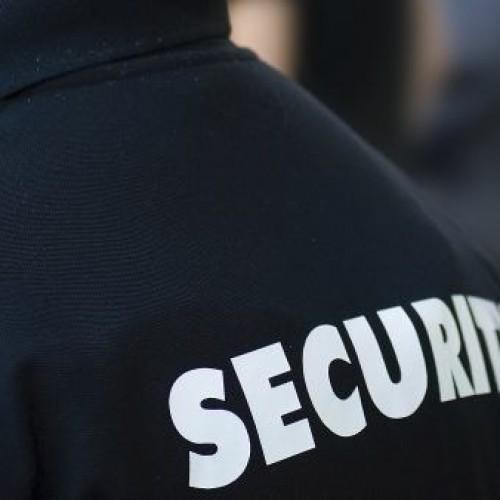 Urzędy i instytucje publiczne pracę ochroniarzy często wyceniają na 5–6 zł/h