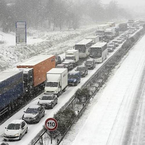 Czy śnieżyca usprawiedliwia nieobecność w pracy pracownika?