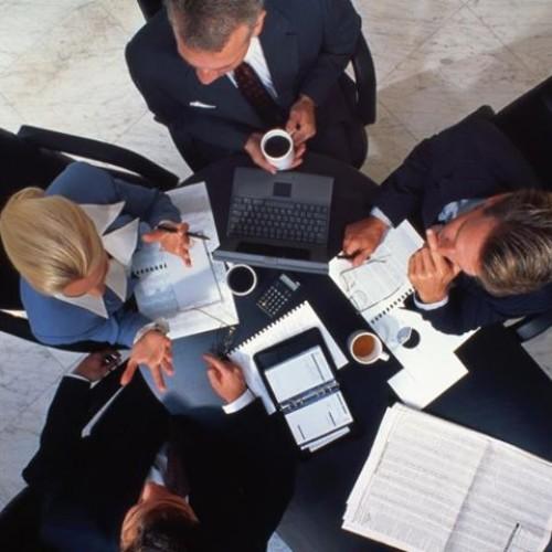 Kto powinien przeprowadzić spotkanie biznesowe?