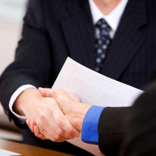 Czy warto podpisać przedwstępną umowę o pracę?