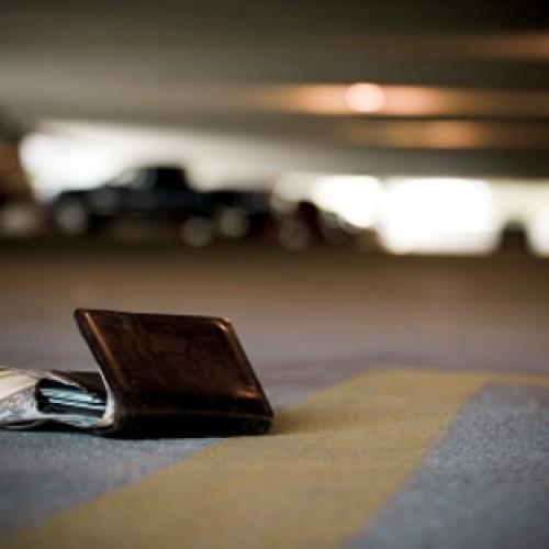 Utrata kart płatniczych na wakacjach może słono kosztować