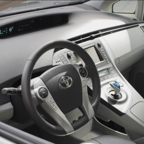 Hybryda – oszczędność i komfort użytkowania Twojego samochodu