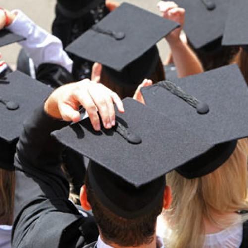 Pracodawcy poszukują studentów i osób tuż po studiach
